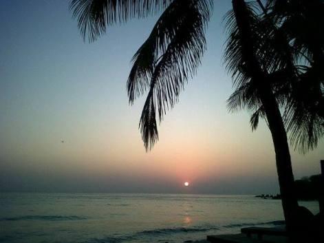 Pemandangan matahari terbit diambil dari tempat kami menginap